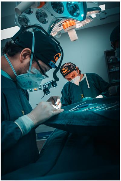Dr. Daniel Oñate – OV Cirugía Plástica, Loja